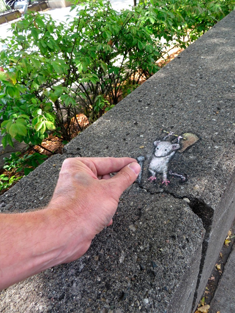 1411712095127_Chalk_and_Charcoal_Art_by_David_Zinn_in_the_Streets_of-_Ann_Arbor_Michigan_2014_041