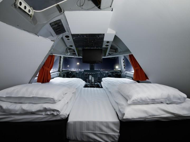 Double room cockpit Jumbo Stay Hostel Sweden | Bizarre Culture