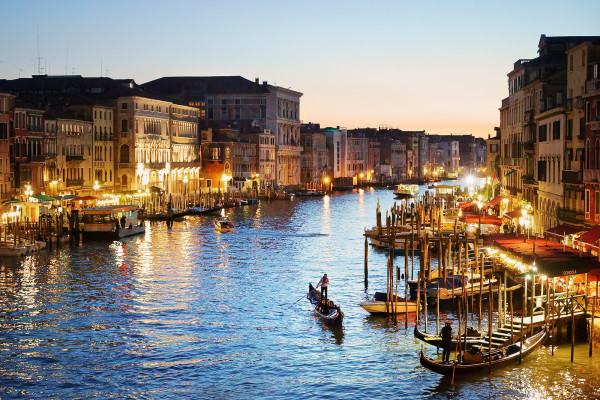 Travel to Venice on a shoestring budget