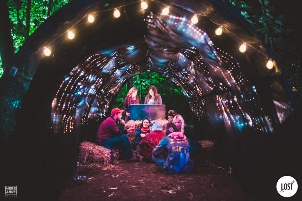 light-tunnel-1050x700-min
